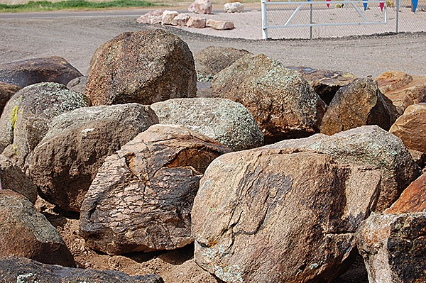 the best place to buy landscape rocks and boulders in bay
