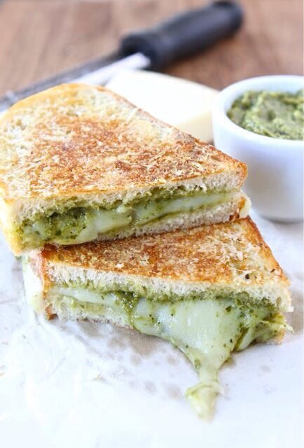 Parmesan Crusted Pesto Grilled Cheese Sandwich | Trusper