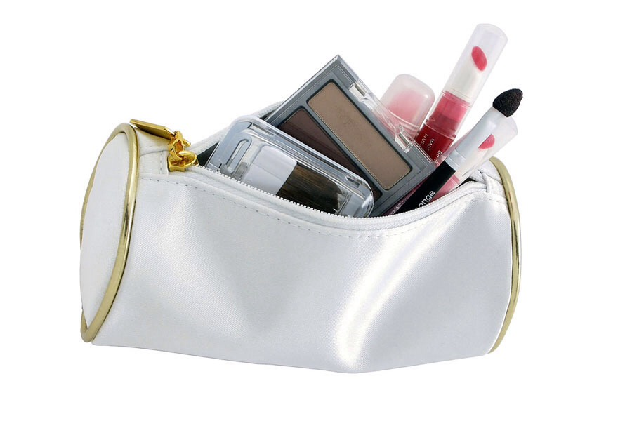 How To Keep Your New Make-up Bag Clean