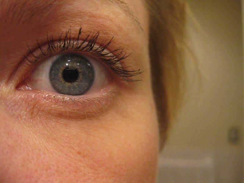 Apply Vaseline To A Old Mascara Brush And Put On Eyelashes ...
