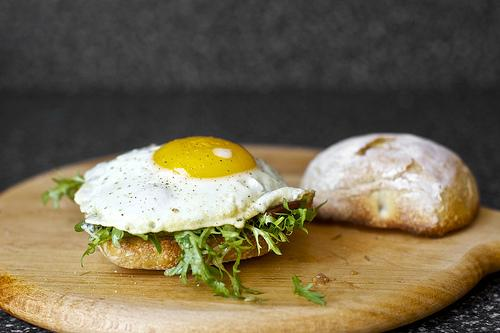 Fried Egg Sandwich With Bacon And Blue Cheese | Trusper