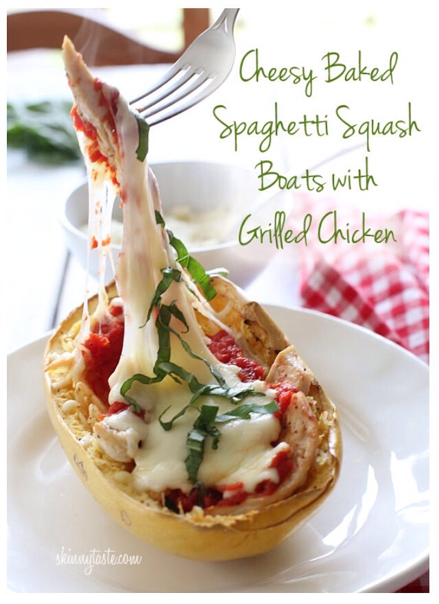 "Cheesy Baked Spaghetti Squash Boats With Grilled Chicken""😋"