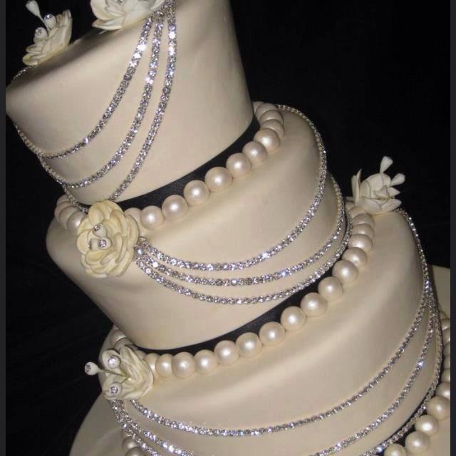 Edible Cake Decorations Bling : Bling Decorated Wedding Cake! Trusper