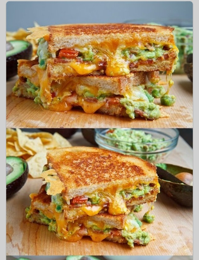 GRILLED SANDWICH WITH CHEESE, BACON AND CARAMELIZED ONION | Trusper