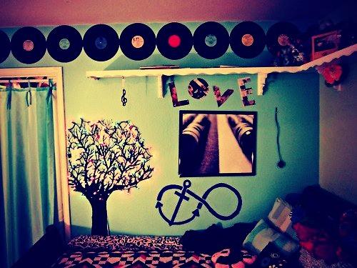 Как украсить комнату в стиле рок своими руками
