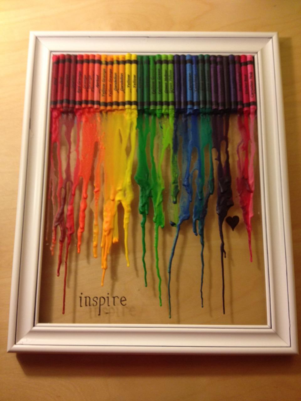 Diy melted crayon canvas trusper for Crayon diy canvas