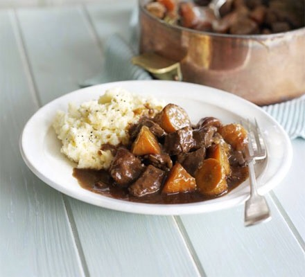 Traditional Irish Beef & Guinness Stew With A Creamy Potato Parsnip ...