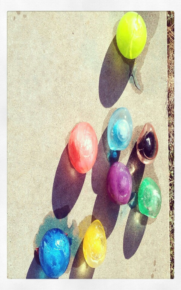 Add water and food coloring to balloon and freeze for Water balloon christmas decorations