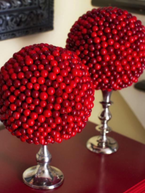 Many easy christmas centerpiece ideas trusper for Artificial cranberries decoration