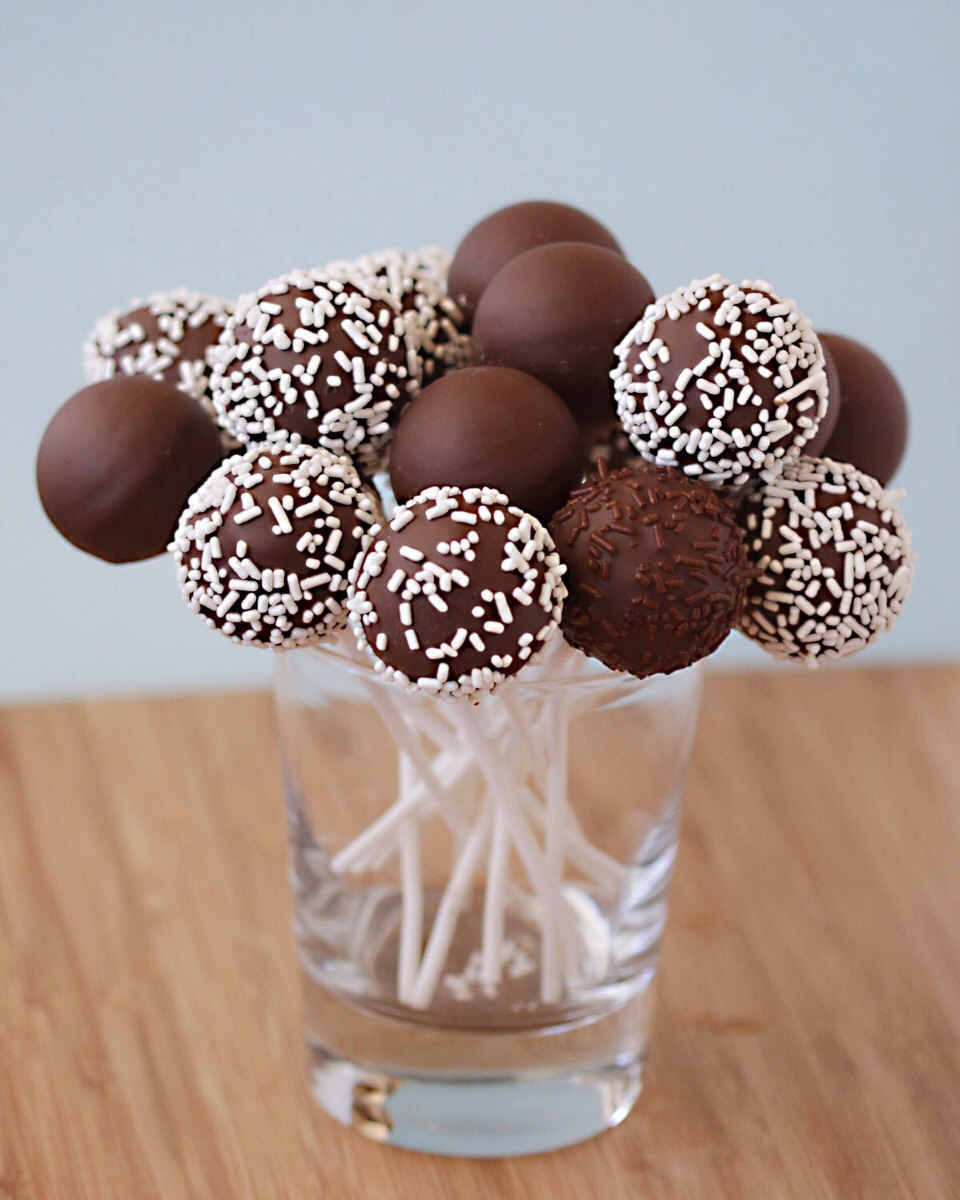 how to make cake pops cake pop theme ideas trusper. Black Bedroom Furniture Sets. Home Design Ideas