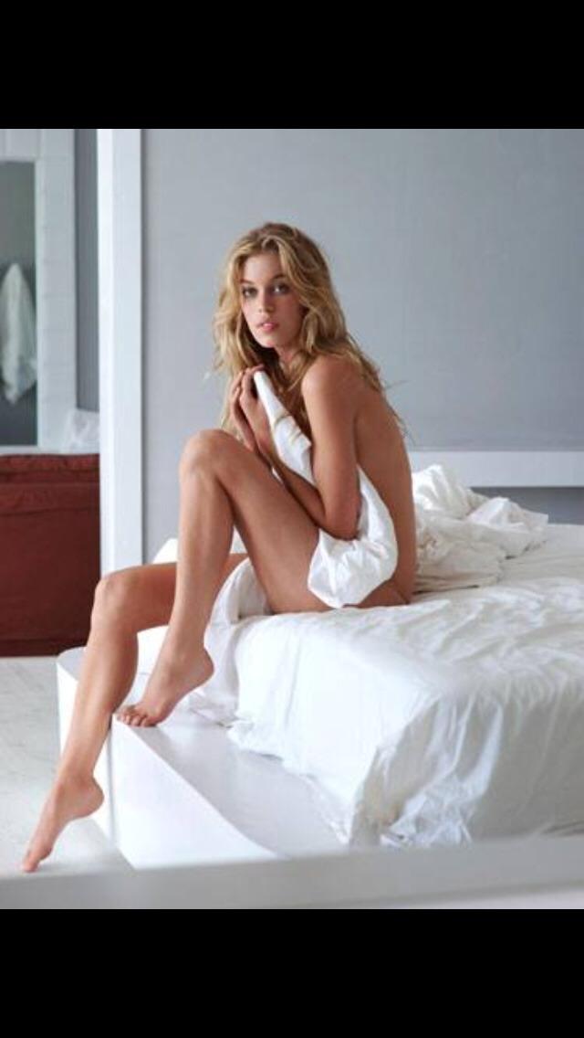 Reasons You Should Sleep Naked 😴