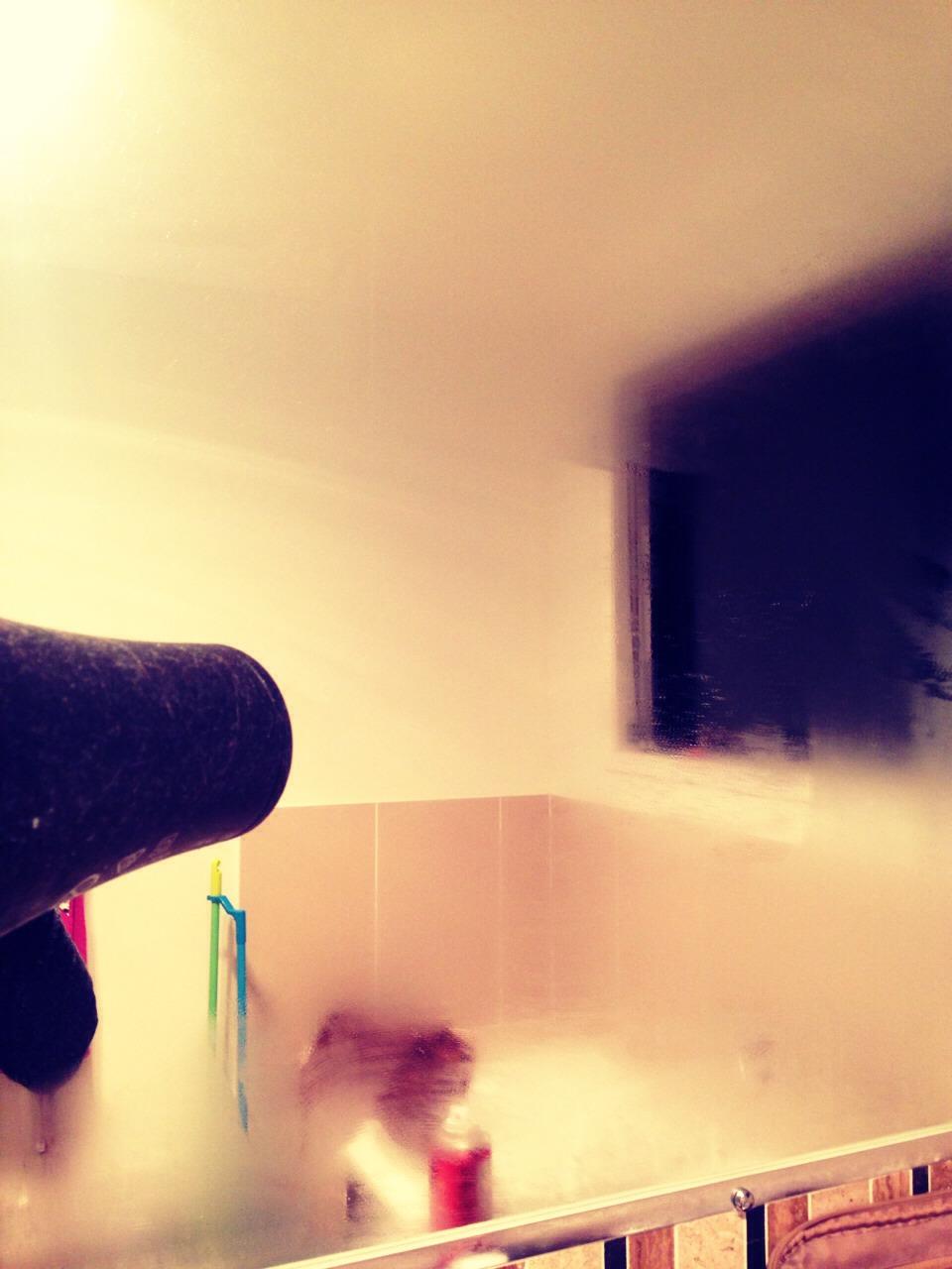 How to remove fog from your bathroom mirror trusper - Simple ways keep bathroom mirror fogging ...