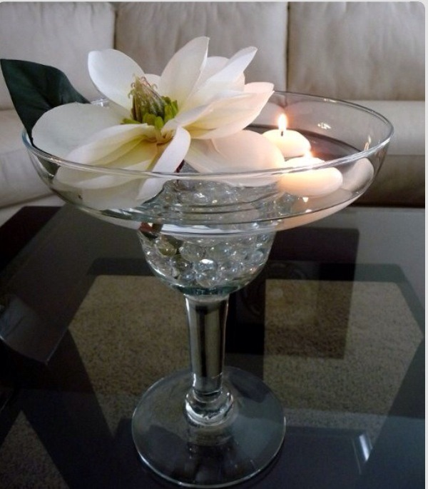 Floating Flower Centerpieces: Centerpieces On A Budget!!