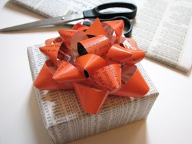 Make A Gift Bow Out Of A Magazine Paper! You Have To Try This Out! Don't Forget To LIKE! :)