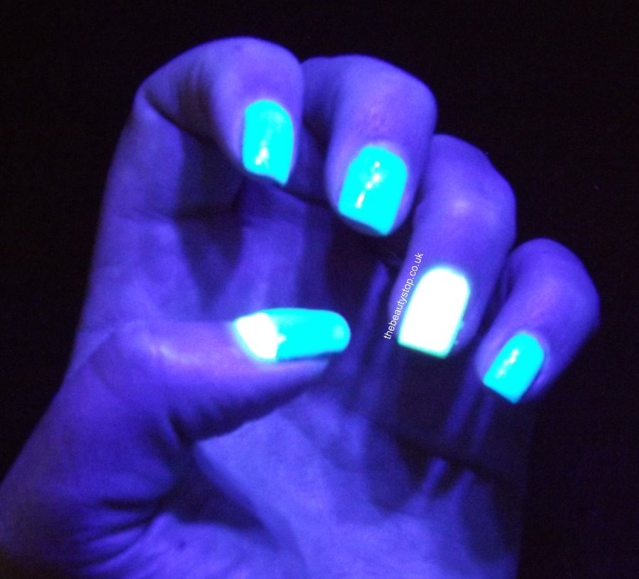 how to make glow in the dark paint now paint the glow in the dark. Black Bedroom Furniture Sets. Home Design Ideas