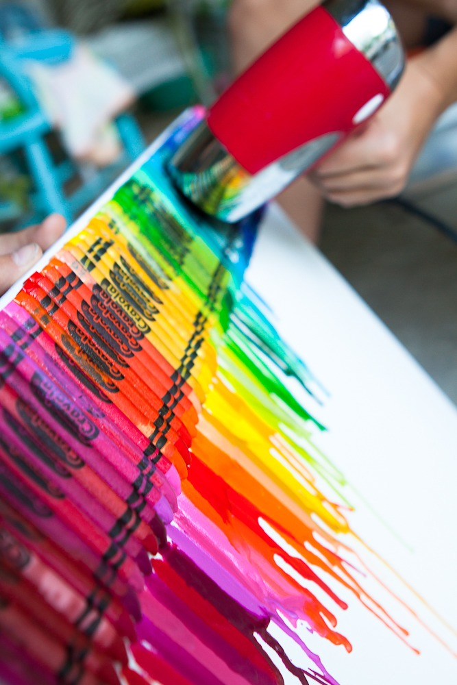 you can make a rainbow poster with hot glue crayons a poster board and a hair dryer trusper. Black Bedroom Furniture Sets. Home Design Ideas