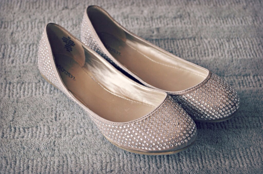 Put A Dry Tea Bag Into Smelly Shoes, It Will Absorb The Unpleasant