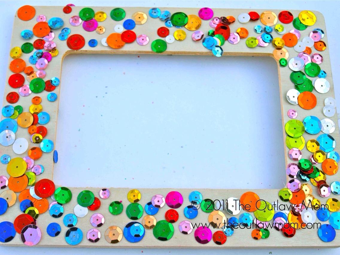 Easy homemade picture frames trusper for Easy photo frame craft