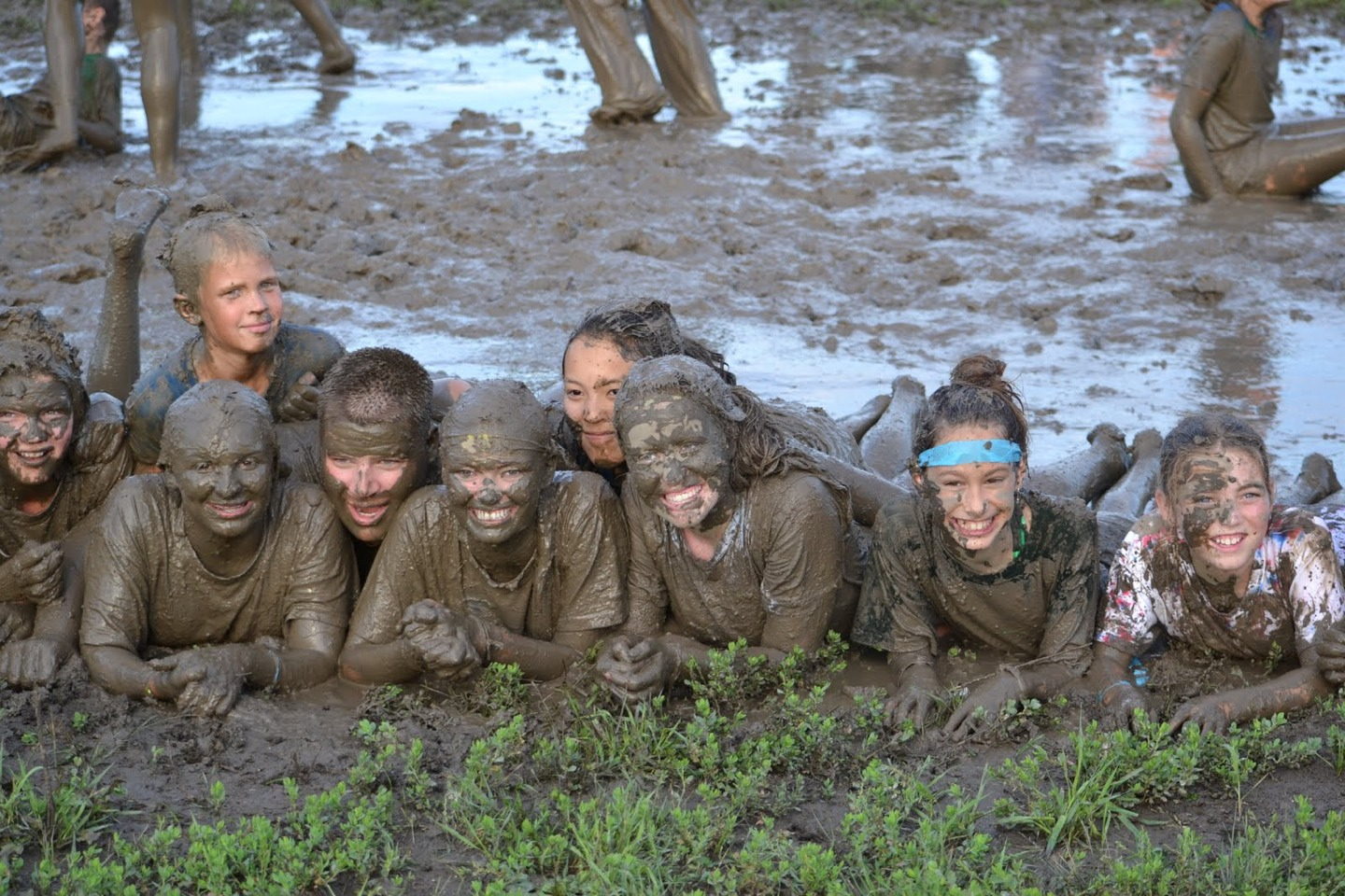 mud fights nude girls