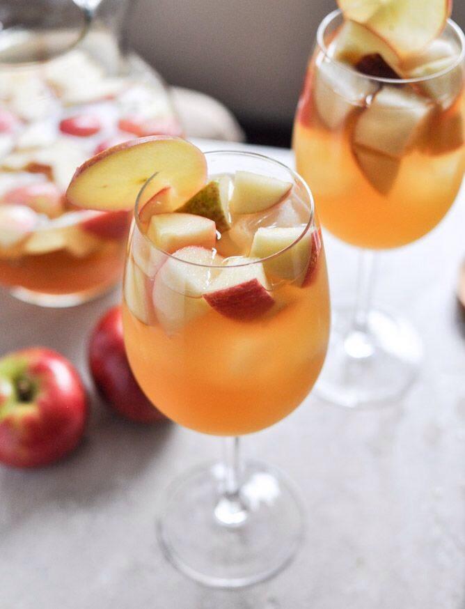 Apple Cider Sangria Perfect For Thanksgiving | Trusper