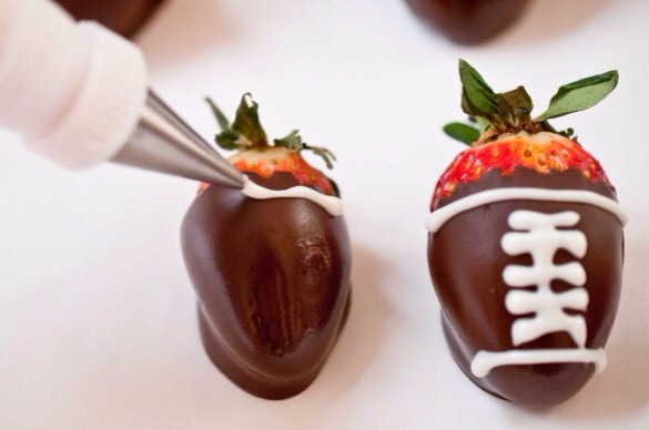 Superbowl Snacks--> Football Chocolate Covered Strawberries | Trusper