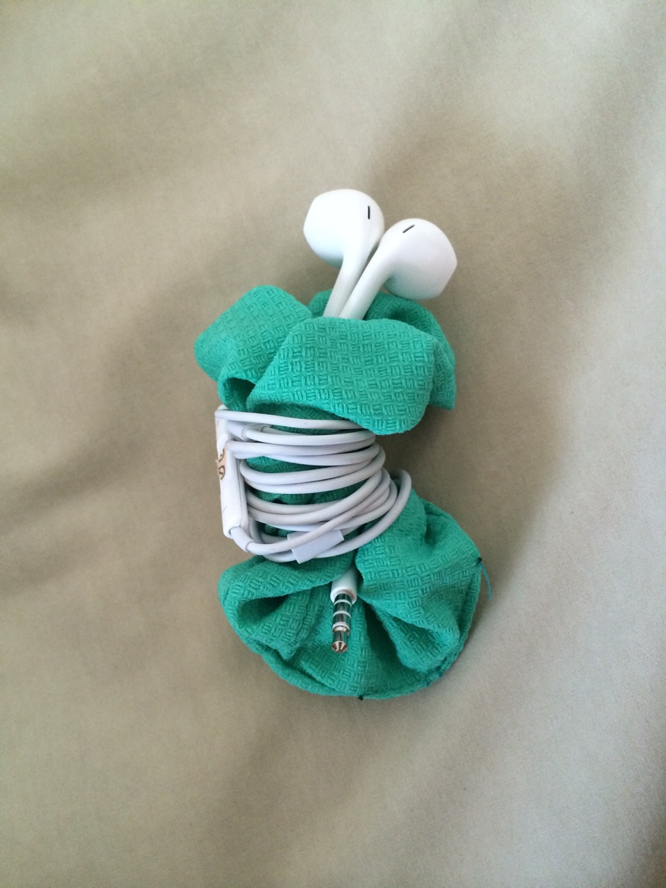 how to make a scrunchie out of a sock