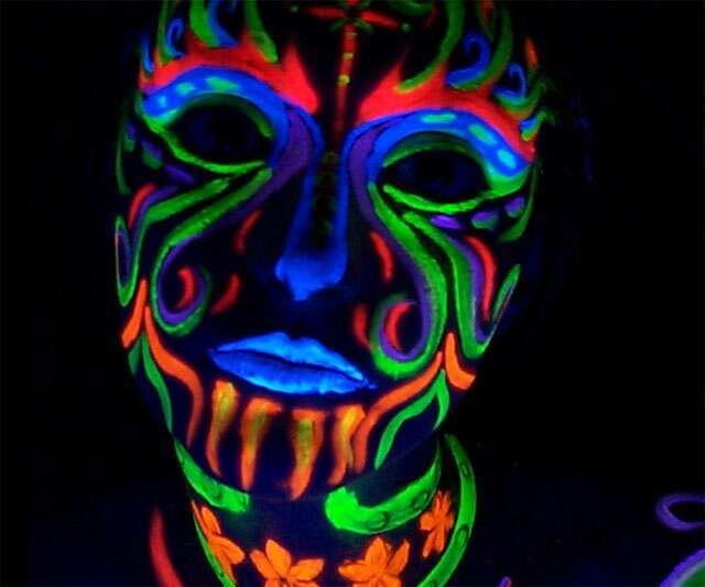 how to make a black light with iphone