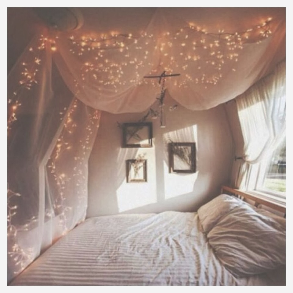 Tumblr room decor trusper for Bedroom lights decor