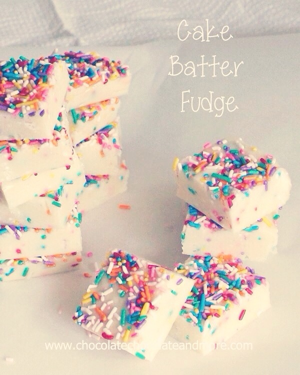\(•o•)/ Birthday Cake Fudge