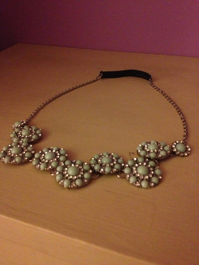 Turn Any Old Necklace Into An Adorable Headband