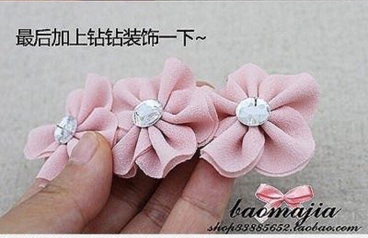 An Easy Way To Make Fabric Flowers. Very Pretty And Cute.