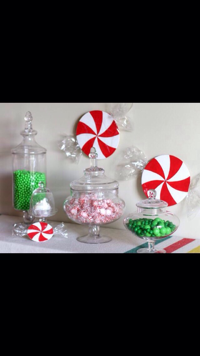 Christmas decorations low budget cheap decor trusper for Cheap holiday decorations