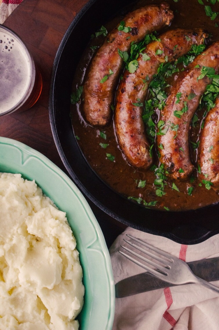 BANGERS AND MASH WITH BEER AND ONION GRAVY!😋 | Trusper