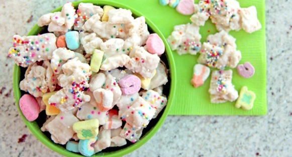 LUCKY CHARMS CHEX MIX!