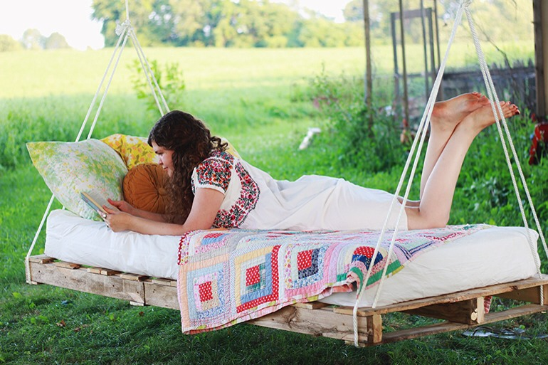 diy swing bed made from wood pallets trusper