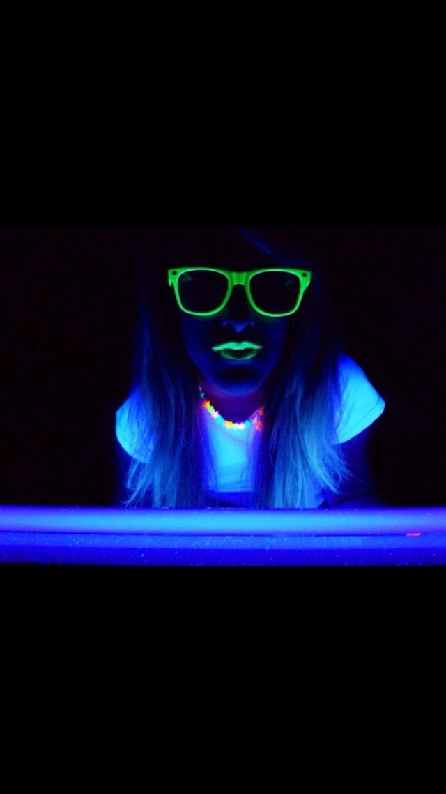 How To Make A Black Light On Your iPhone