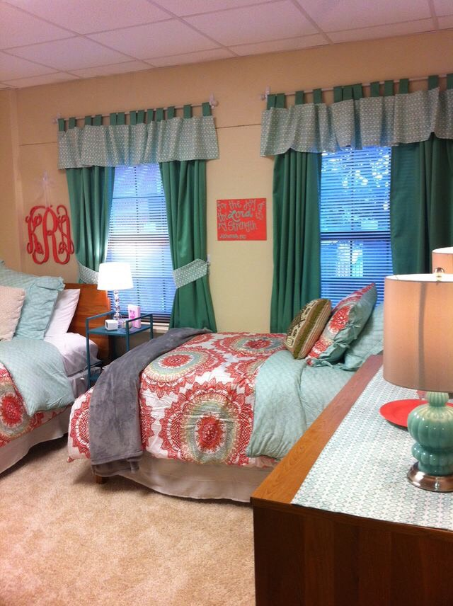 College dorm room decor ideas trusper for Cute dorm bathroom ideas