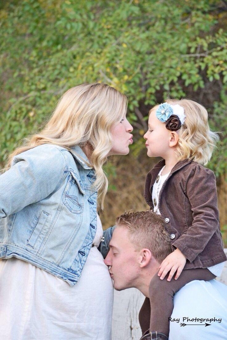 Beautiful Family Pregnancy Photo Ideas | Trusper