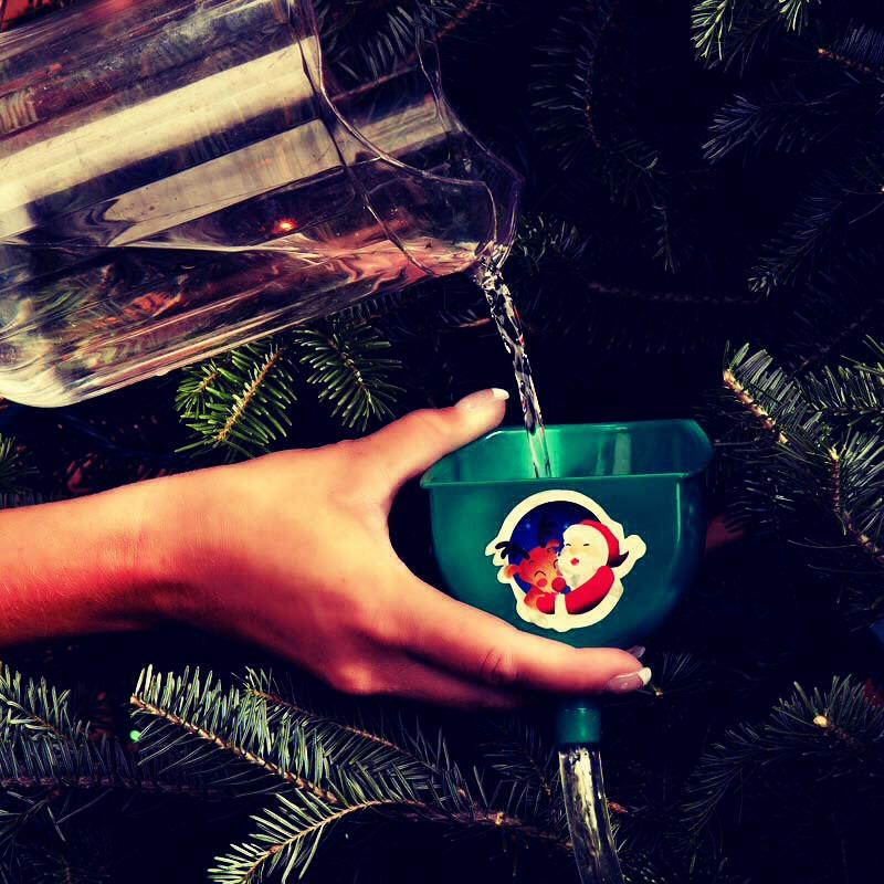 Christmas Tree Make Last Longer : Add warm water to your christmas tree make it last