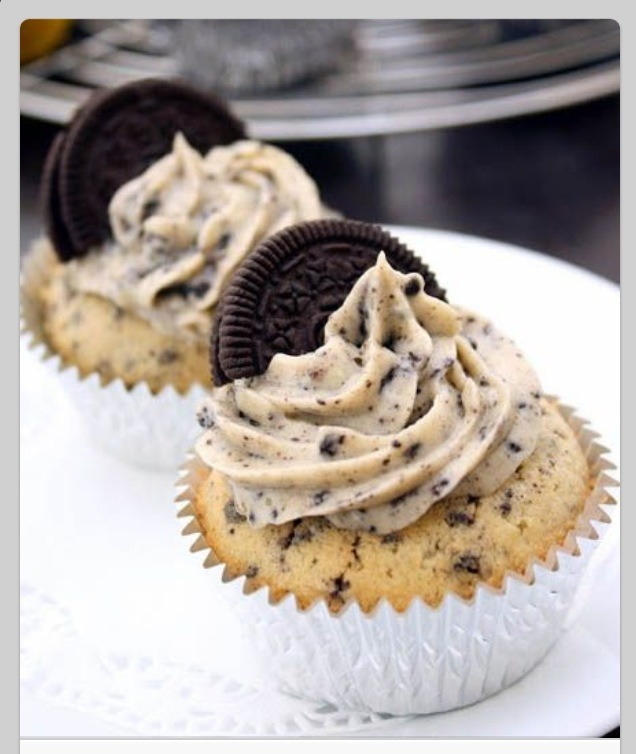 Cookies N Cream Cupcakes With Oreo Cream Cheese Frosting