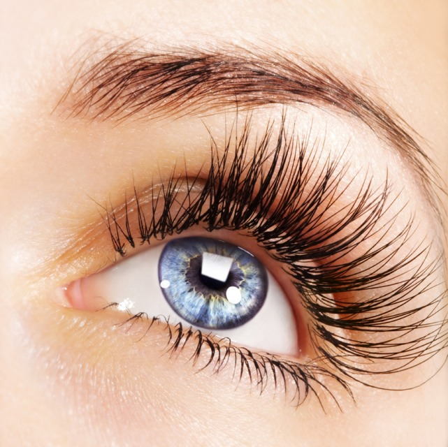 Long Eyelashes In 5 Steps With Baby Powder, Vaseline, An Eyelash Brush, And Your Favorite Mascara