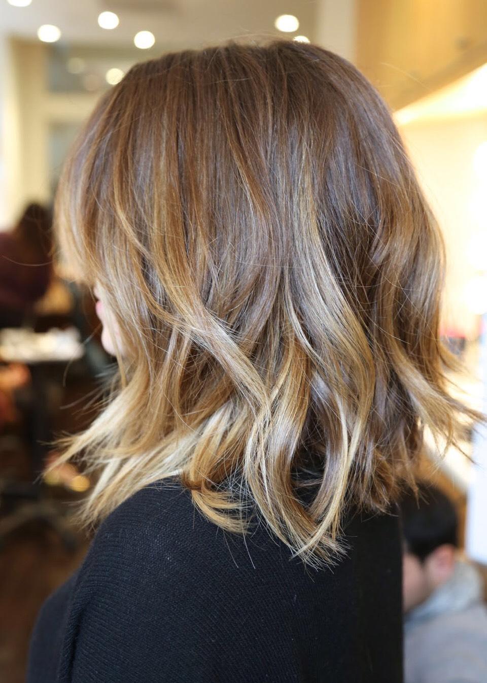 Окрашивание омбре на средней длине волос фото