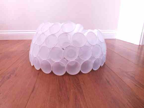 Wonderful diy fun snowman from plastic cups tipit for Plastic cup snowman