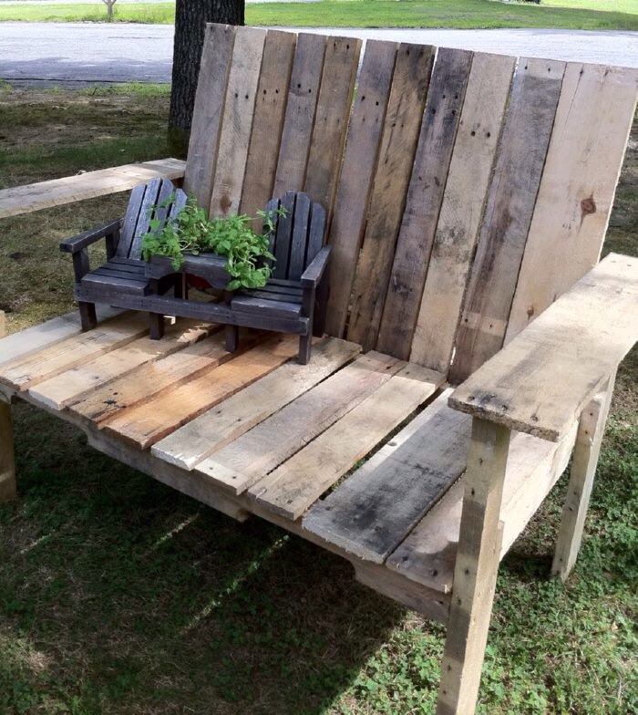 Pallet chair for Making things with wooden pallets