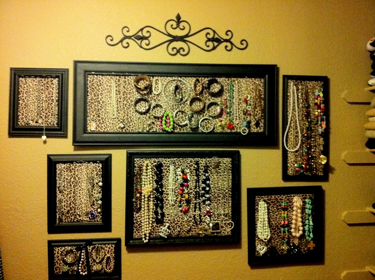 Decorative cork boards for home 12 beautiful home office for Cork bulletin board ideas
