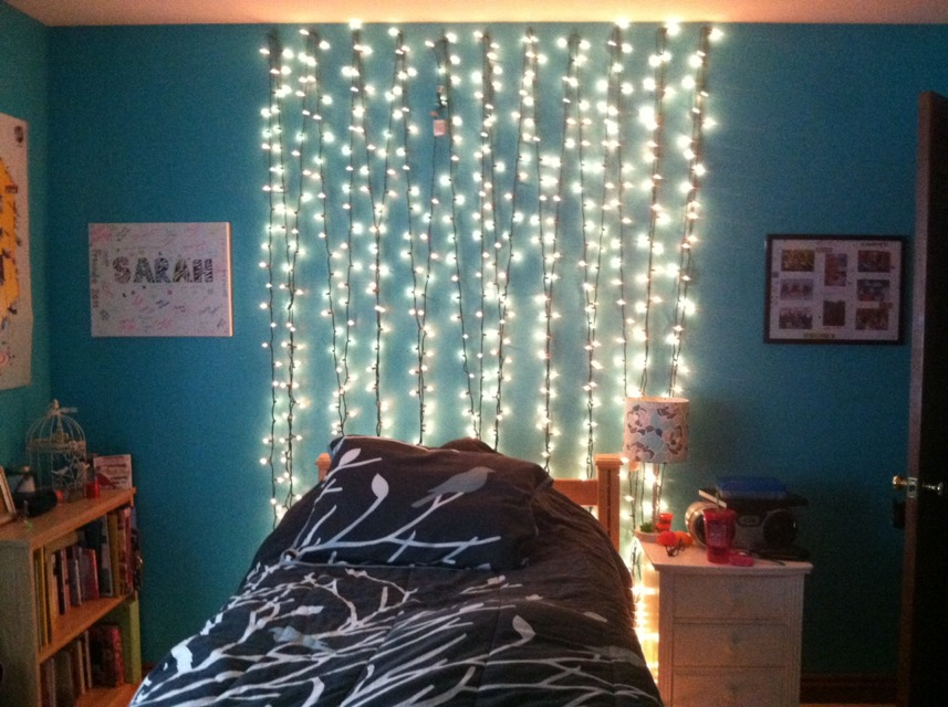 Did u no that u can decorate ur room just using nails a for Redecorating your room