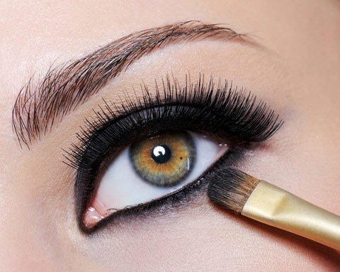 How To Apply Eyeliner Like A Pro - For Beginners!